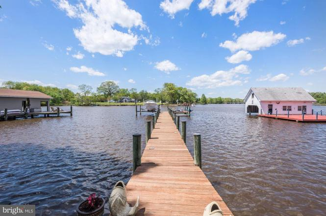 Great Waterfront Annpolis Home for Sale